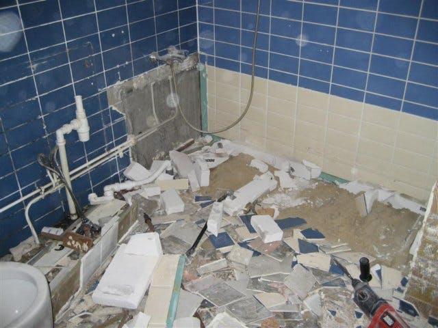 Badkamer Tegels Verwijderen : Badkamer slopen wij helpen u voor een scherpe prijs